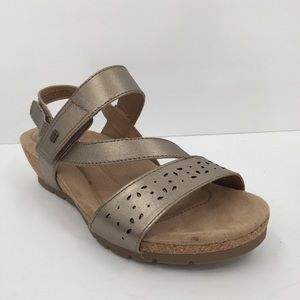Earth Origins gold metallic wedge sandal WIDE 9.5